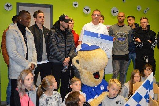 Schalker Spieler in der Kinder und Jugendklinik Gelsenkirchen